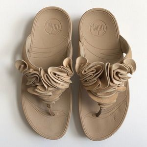 f4ec490d8 Fitflop Shoes - fitflop Frou Ruffle Maple Sugar Sandals